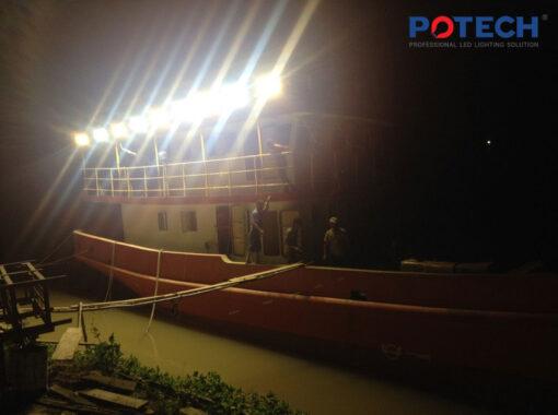 Đèn LED tàu cá vỏ thép