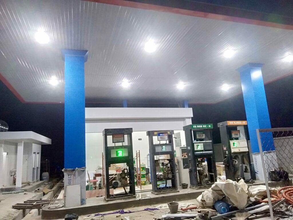 Cây xăng sử dụng đèn LED Canopy 80W POTECH 1